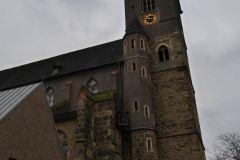 jugendliche_erklaeren_anderen_jugendlichen_ihr_gotteshaus_1_20171223_1632434776