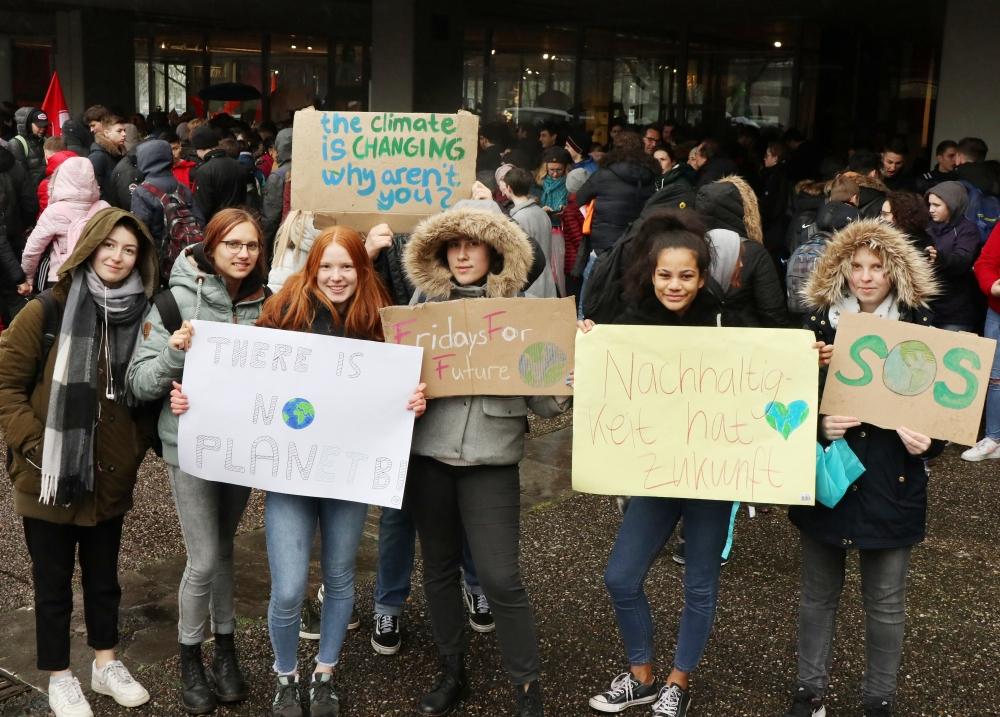 schueler_protestieren_gegen_klimapolitik_15319_3_20190327_2043080160